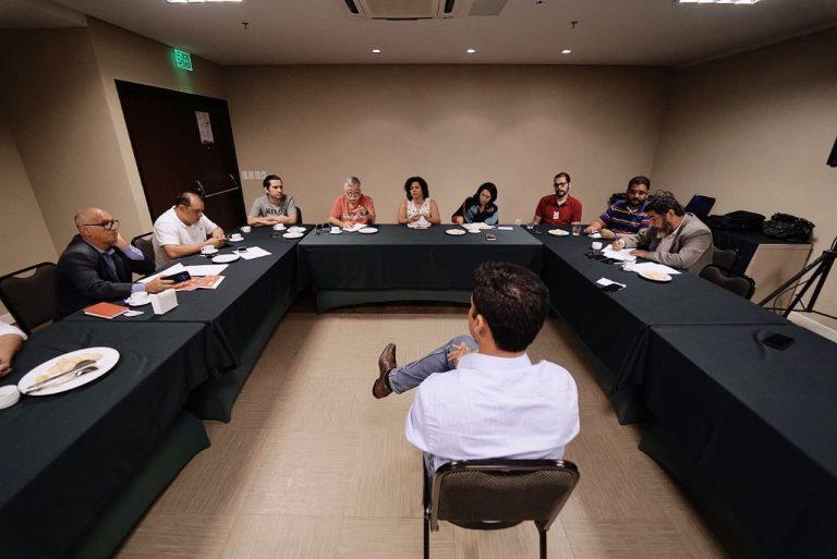 Cunha em conversa com jornalistas 768x513 - Senador Rodrigo Cunha quer fortalecer partido para as eleições de 2020