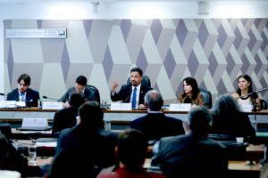 Rodrigo Cunha lidera agenda de defesa do consumidor no Senado
