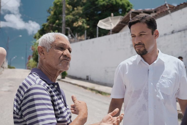 Pinheiro 1 768x513 - Senador Rodrigo Cunha visita residências atingidas pelo afundamento nos bairros Pinheiro, Mutange e Bebedouro