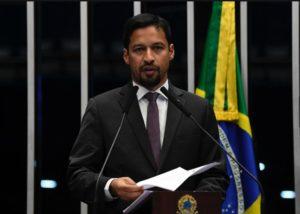 No plenário do Senado, Rodrigo Cunha defende maior proteção à mulher