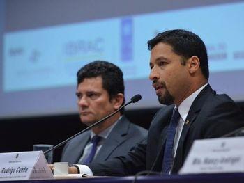 Referencia Defesa do Consumidor - Em sete meses de mandato, Rodrigo Cunha vira referência nacional de defesa do consumidor no Senado