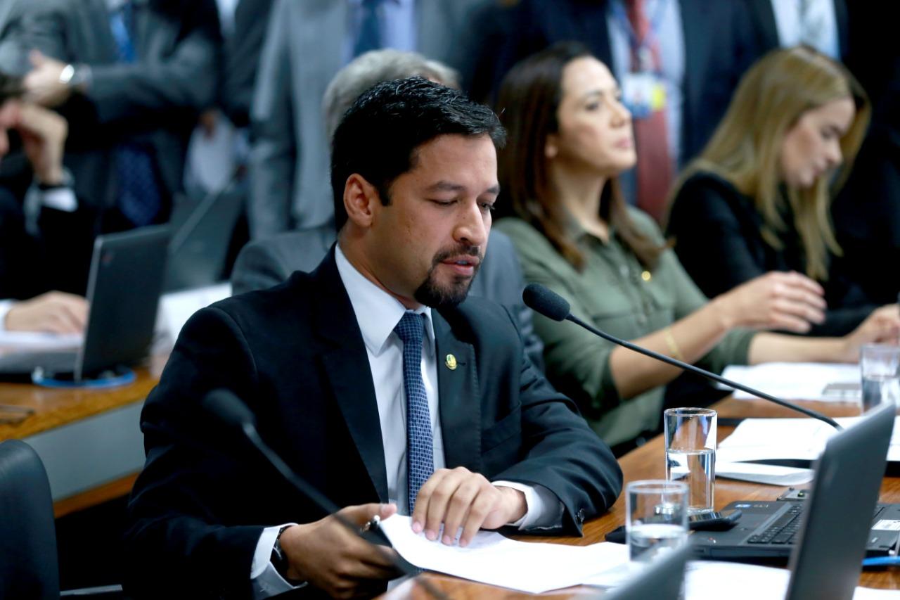 Setores em dificuldade recebem apoio de Rodrigo Cunha, que cobra ajuda do governo federal
